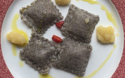 Ravioli grano saraceno ripieni alle noci, levistico e ricotta di capra